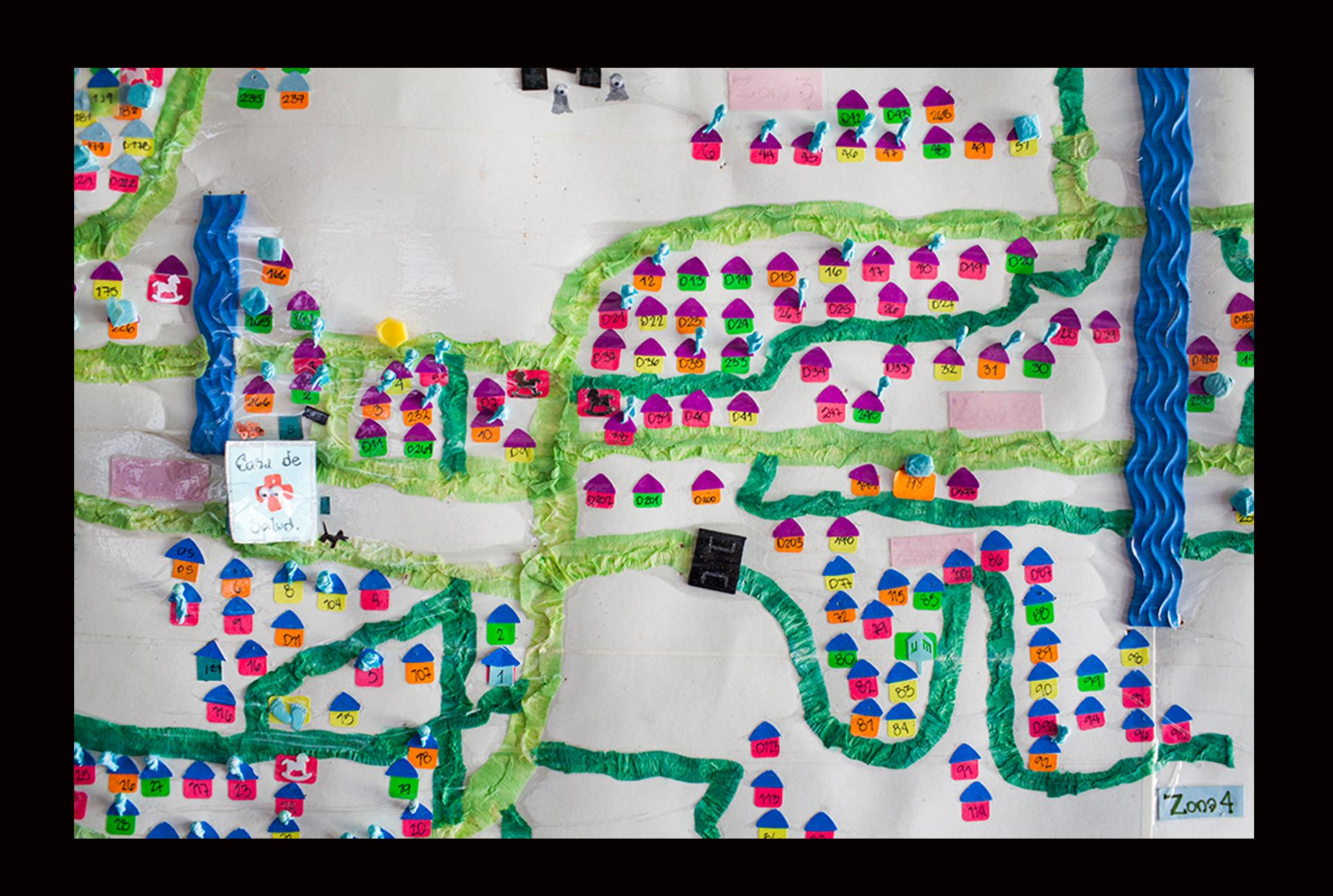 Particular del croquis del caserío Patzité Ixtahuacán: las casas tildadas en celeste presentan algún tipo de riesgo en términos de hábitos alimenticios, educación en las prácticas de salud y condiciones del entorno doméstico no adecuadas.