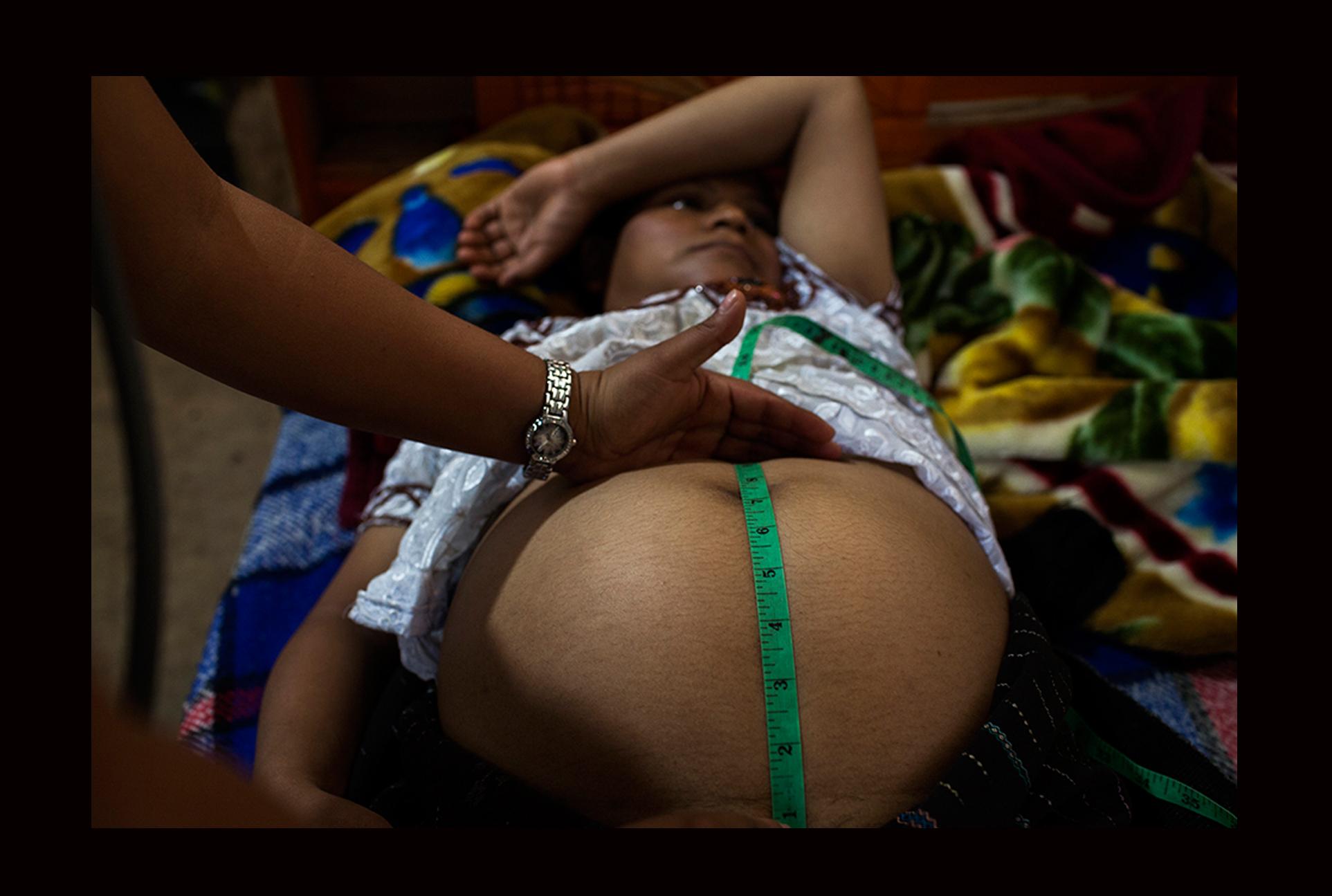 Magdalena Sac Ixtos, de 25 años, en su octavo mes de embarazo, recibe visitas semanales de control.