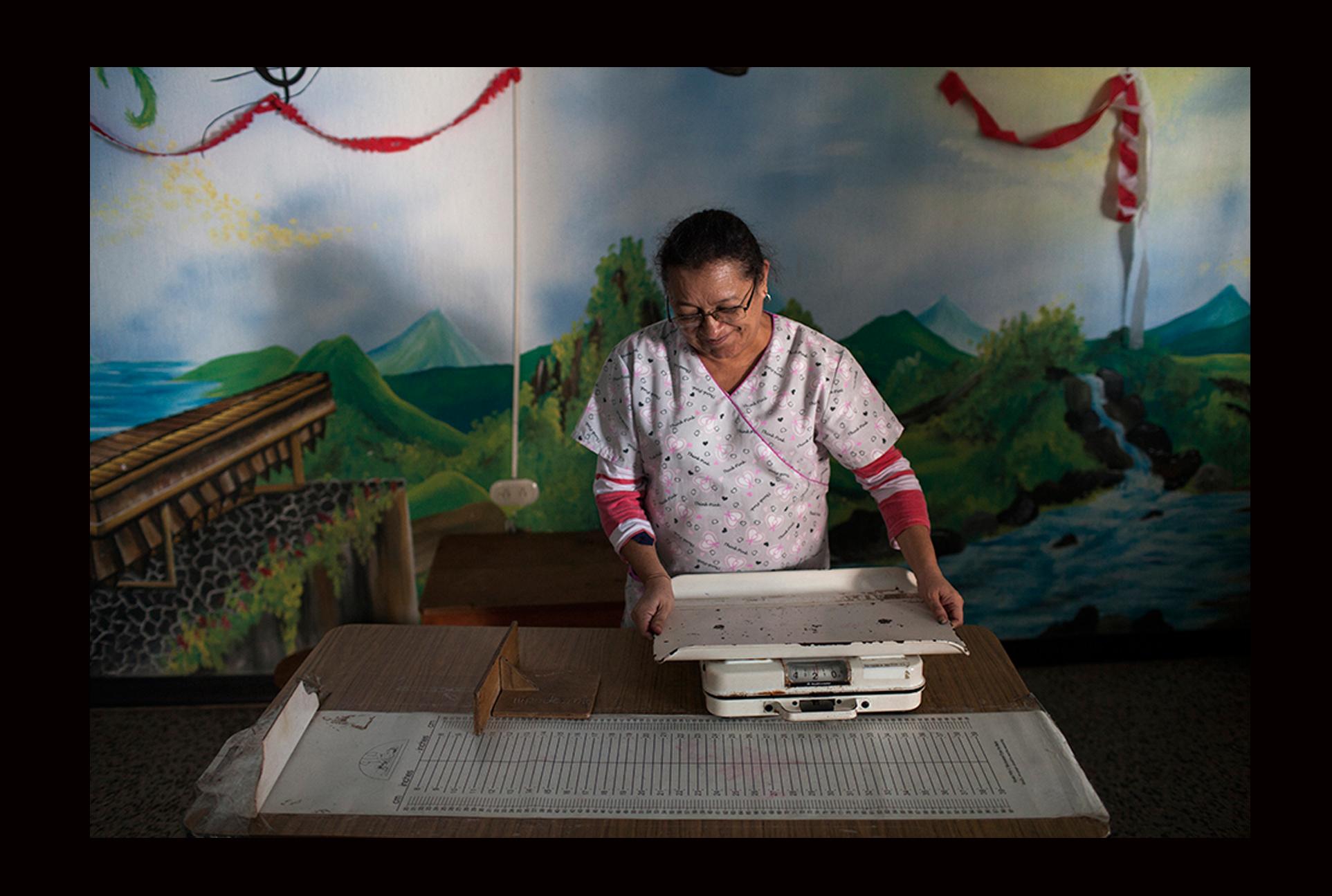 Silvia Rodríguez, directora del Districto Nº 10 Guineales. El último tambo de gas para esterilizar las herramientas médicas lo compró con el dinero de su bolsa.