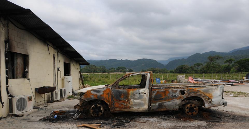 La quema de un inmueble y maquinaria de construcción, en mayo pasado, hizo visible para el resto del país un conflicto de más de cinco años de antigüedad en el que confluyen causas históricas, económicas y sociales.