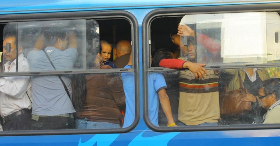 Pasajeros de este bus Transurbano tendrán que perdurar una hora de viaje a la zona 18 bajo estas condiciones.