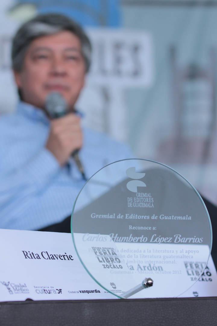 Durante la Décima Segunda Feria Internacional del Libro en el Zócalo, el escritor recién declarado como Premio Nacional de Literatura 2012, Carlos López, fue homenajeado.