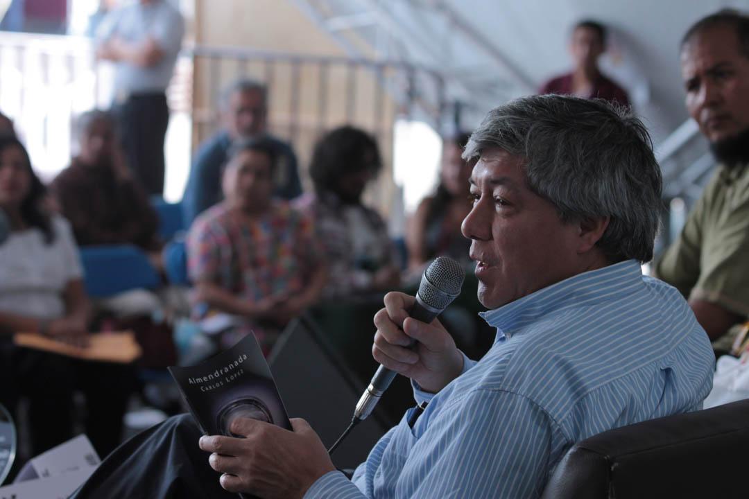 Carlos López cuenta con tres libros de poesía y más de 10 antologías bajo su cuidado. Actualmente vive en México.