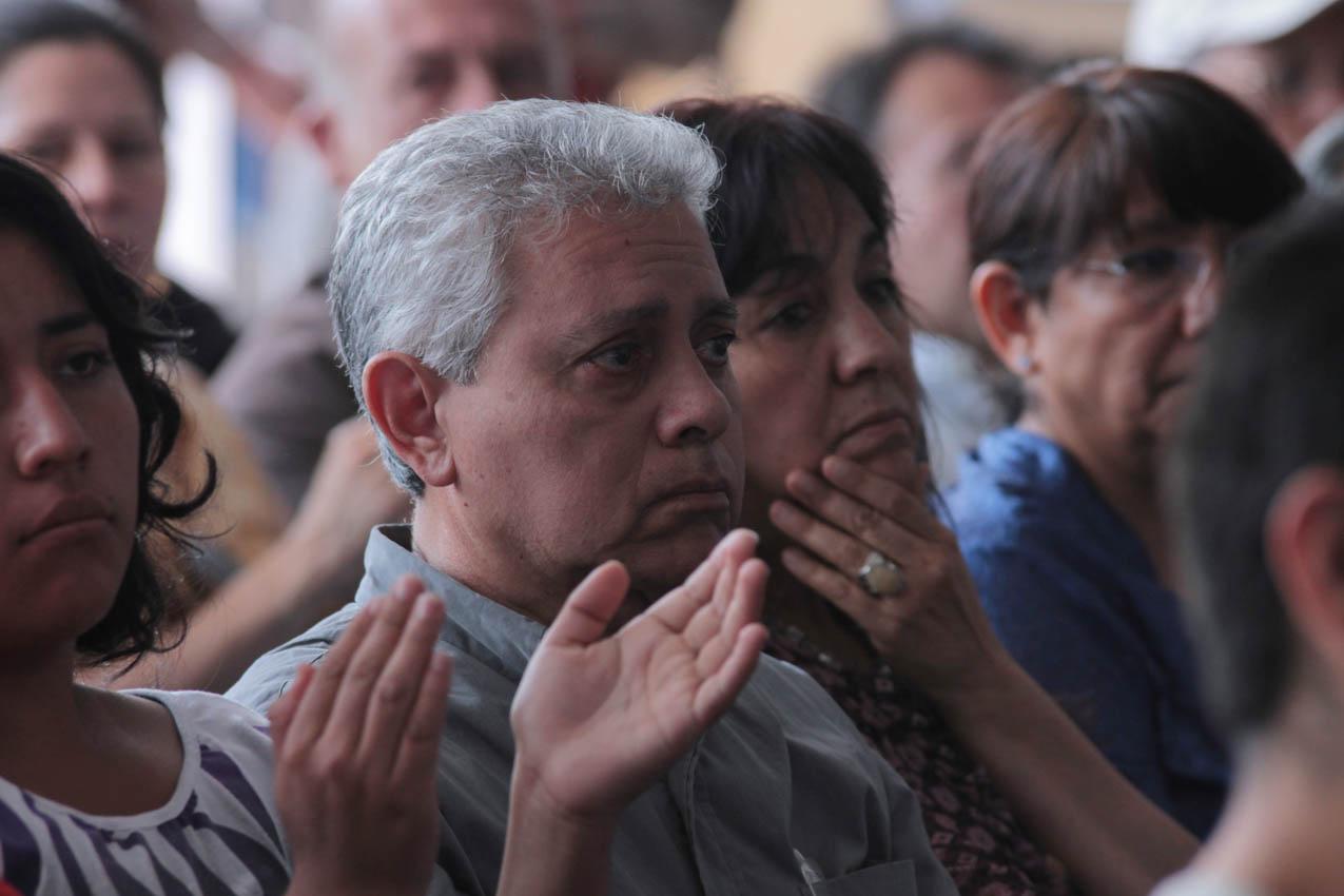 Los escritores Enrique Noriega y Aida Toledo escuchan a Mariana Lojo, durante el homenaje a su abuela, Alaide Foppa, desaparecida en 1981.