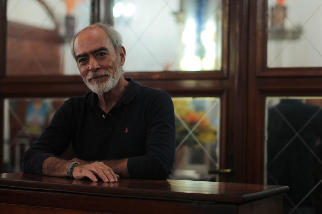 Luis Cordón León, ganador del Premio Centroamericano de Cuento Mario Monteforte 2008, presentó su libro Lunas de Caín.