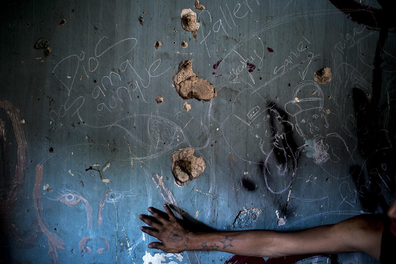 En una casa abandonada, los grafitis pintados por unos jóvenes. Simone Dalmasso