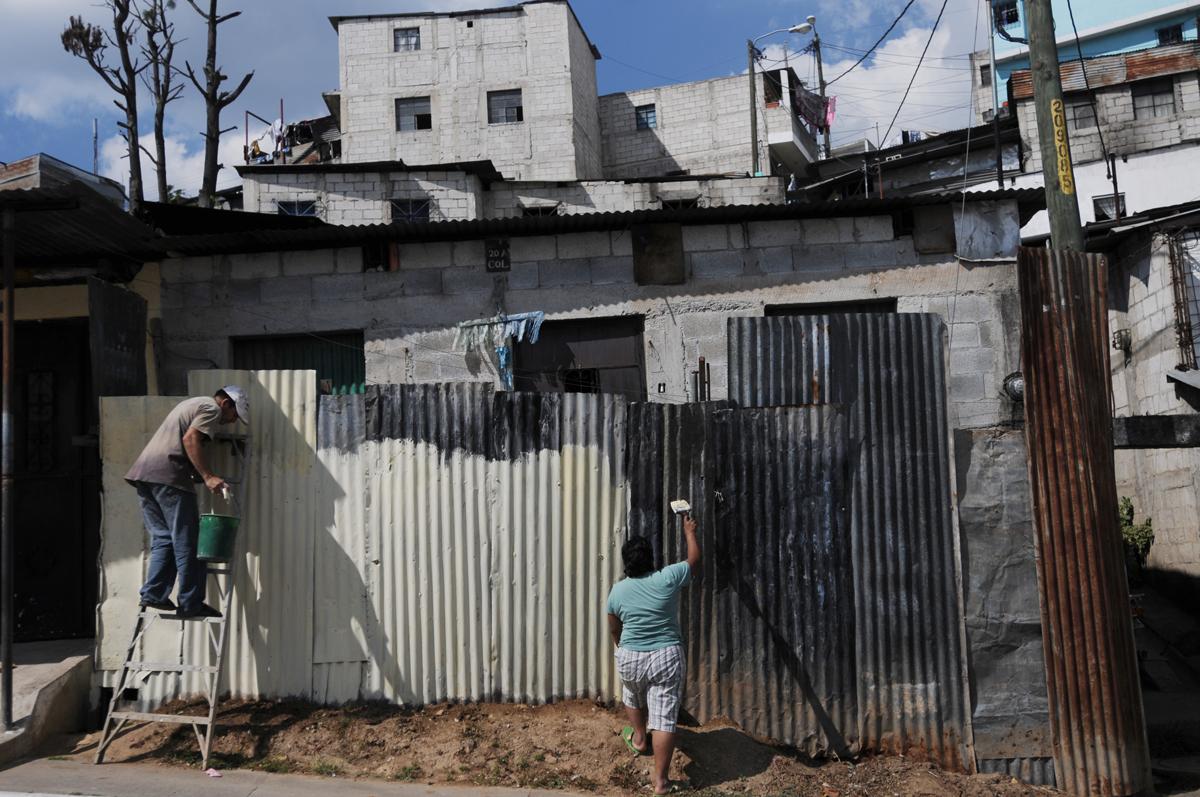 Alrededor de 50 mil personas viven hacinadas en casas hechas de concreto o lámina.