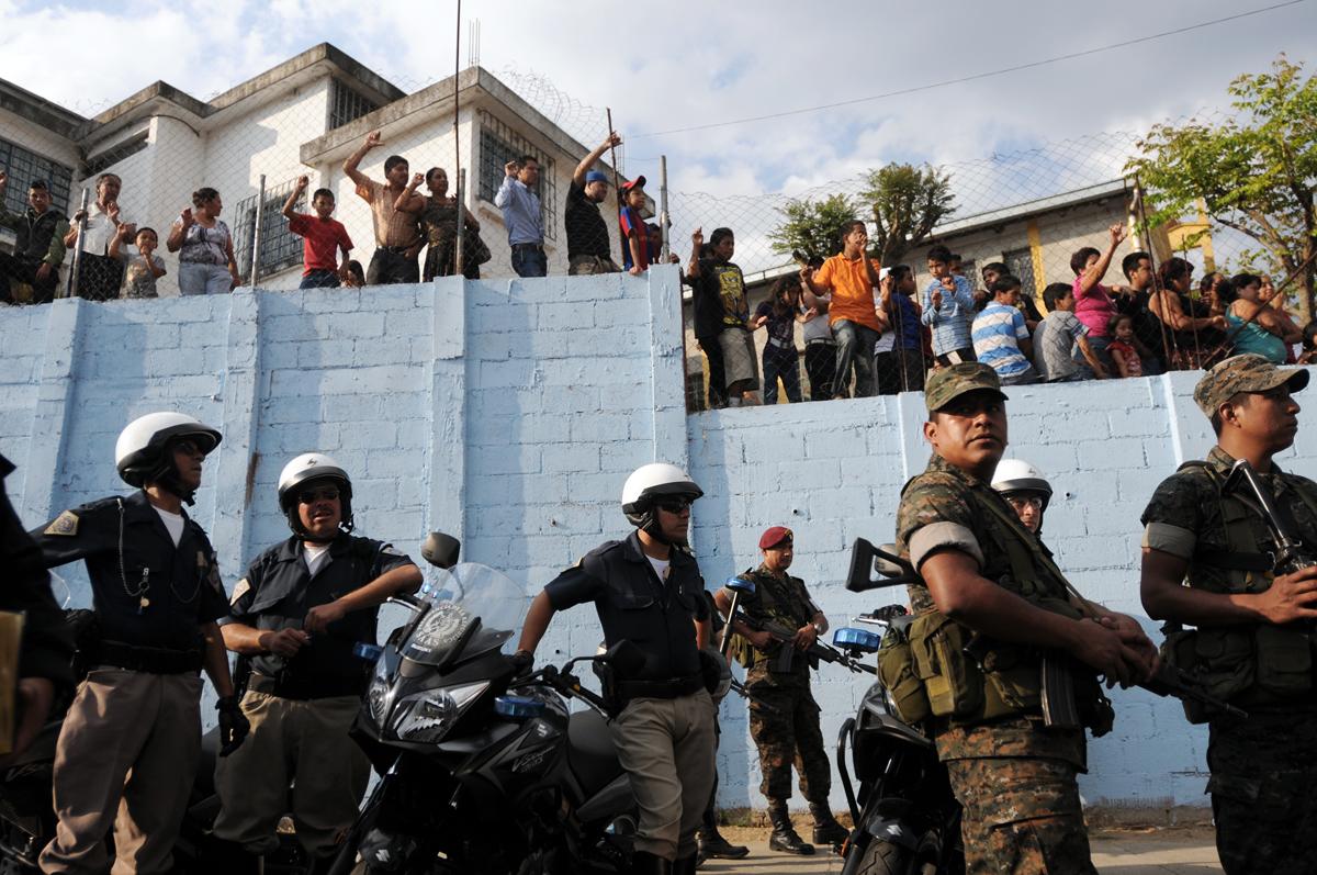 Elementos del ejército, la SAAS y de la Policía Nacional Civil fueron desplegados en el lugar.