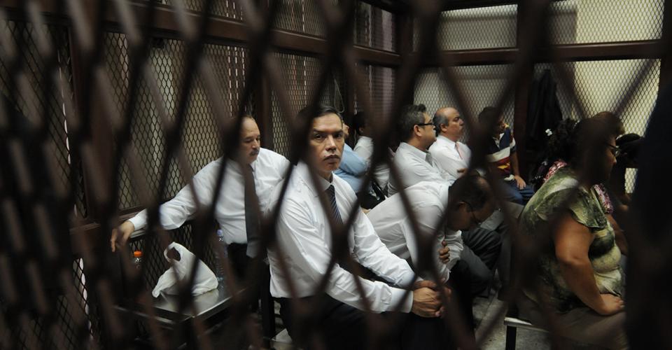 Los 17 sindicados en el caso por el contrato irregular firmado entre el Instituto Guatemalteco de Seguro Social (IGSS) y la Droguería PISA quedaron ligados a proceso.