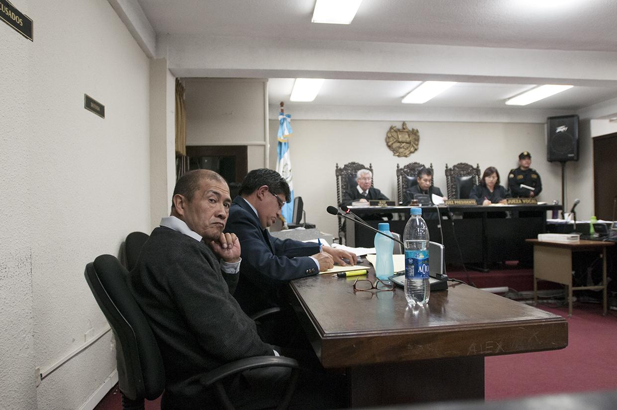 Fermín Solano Barillas está solo ante la decisión de los jueces.