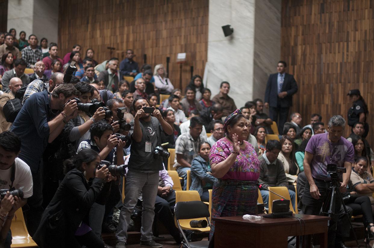 Rigoberta Menchú fue testigo, y además de presentó como querellante adhesiva al caso. Foto de Sandra Sebastián