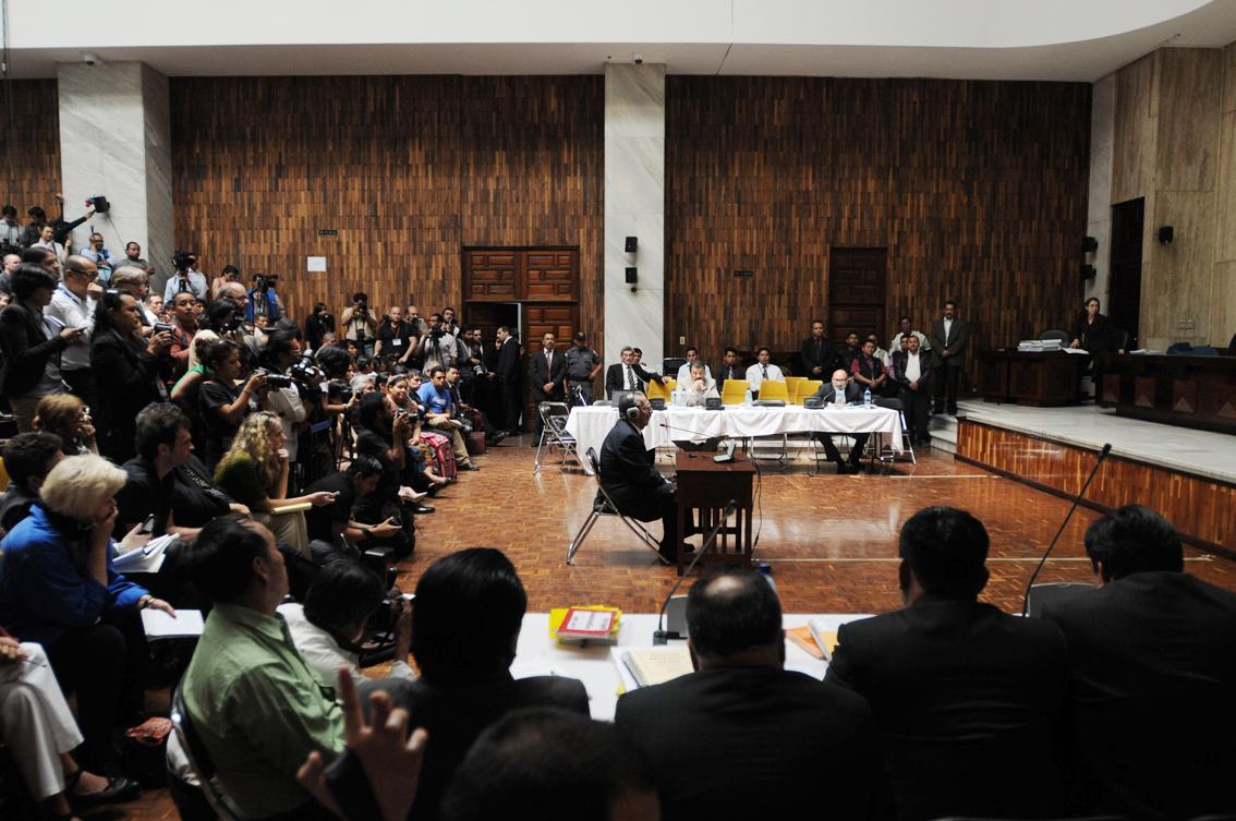 El general retirado Efraín Ríos Montt durante el juicio por genocidio en su contra. La Fiscal General insiste en que no fue su idea impulsar los casos contra militares. Aseguró que no es la primera en llevar estos casos a un juicio.