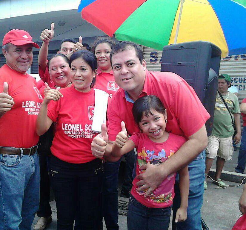 Julio Juárez en campaña electoral por la diputación de Suchitepéquez (Fotografía de La Hora)