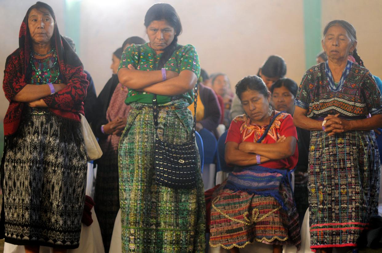 En sus idiomas, las asistentes oraron por ellas, por su familia, por las demás mujeres y por aquellos que ya no están.