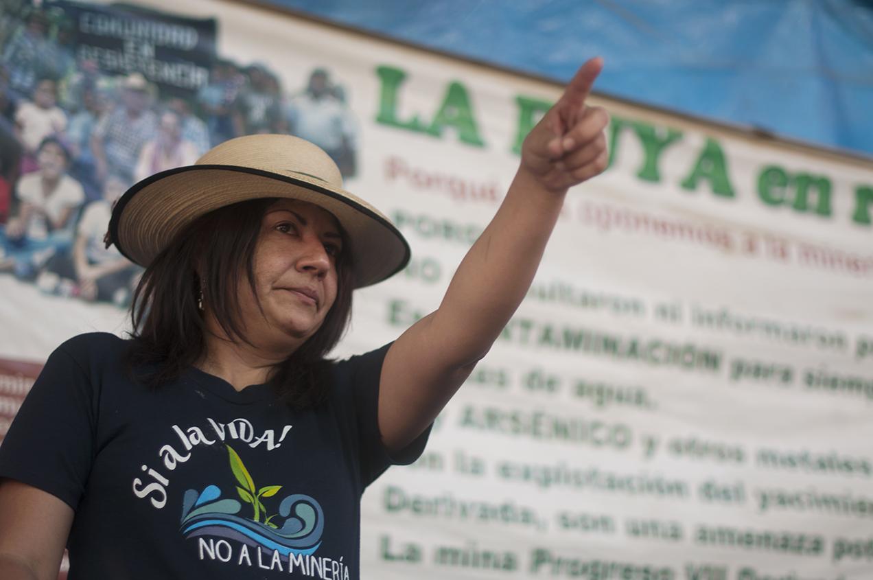 Yolando Oquelí, es líder de la resistencia. Oquelí sufrió un atentado por arma de fuego. Se recuperó y sigue liderando en La Puya.