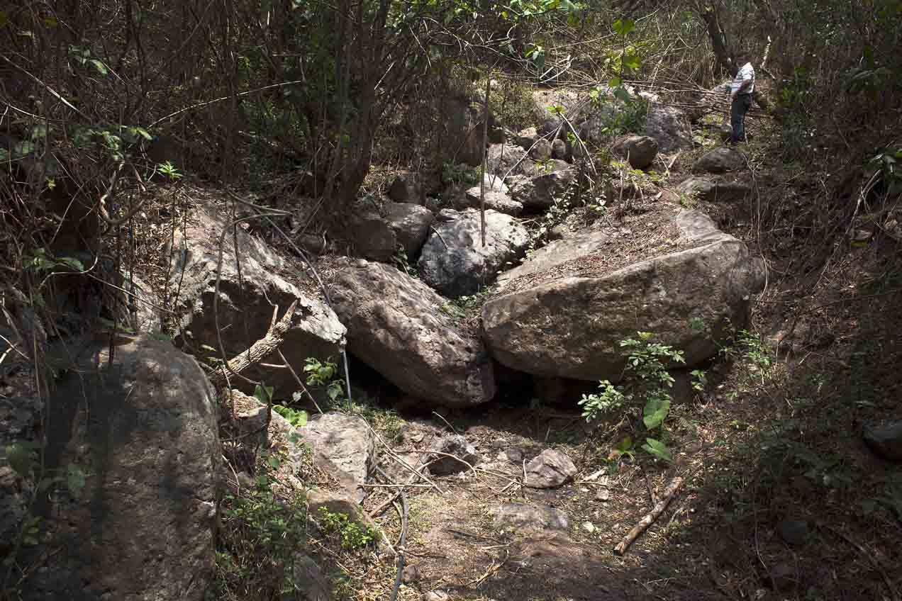 Según los vecinos, el nacimiento de agua que abastecía a la aldea Los Planes, la más próxima a la mina, se secó por las actividades de exploración y explotación del proyecto minero.