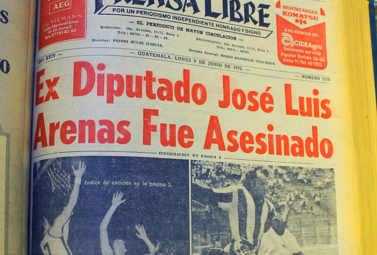 El titular de Prensa Libre del asesinato de José Luis Arenas. Foto tomada por Aída Noriega