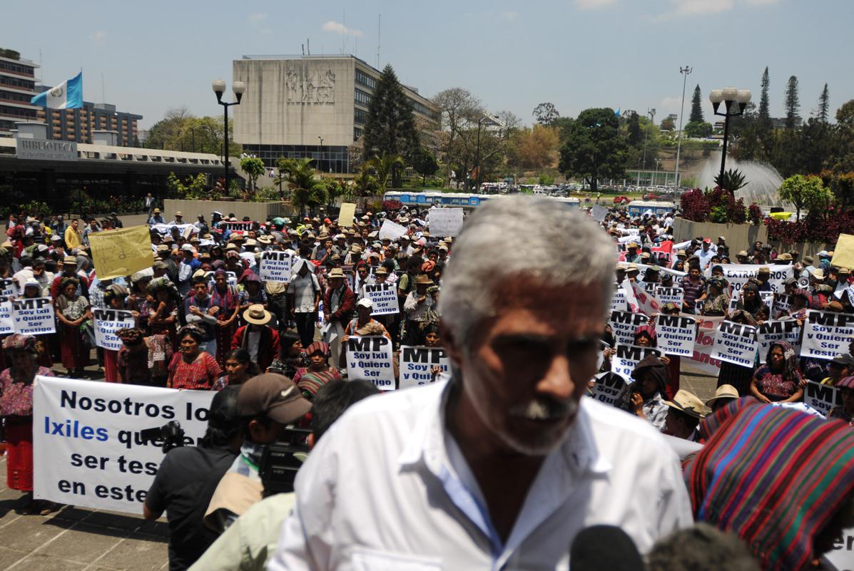 La marcha del 23 de abril de comunitarios ixiles fue acompañada por miembros de la Fundación contra el Terrorismo. Entre ellos Méndez Ruiz.