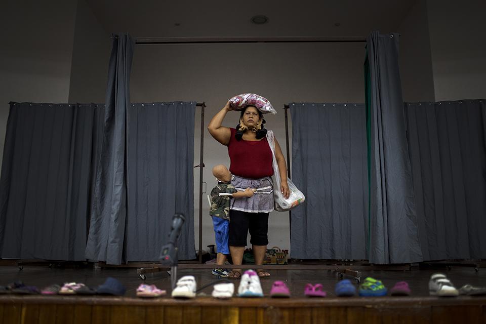 Evelin Chileno abre la escena de la obra del colectivo La Cachada