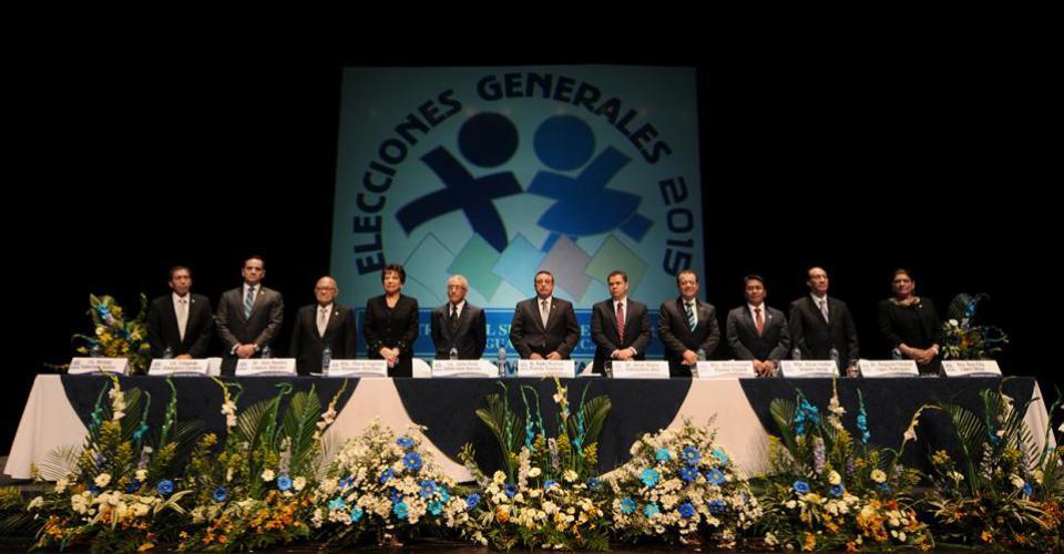 Los magistrados del Tribunal Supremo Electoral (TSE) cuando convocaron a las Elecciones Generales 2015.