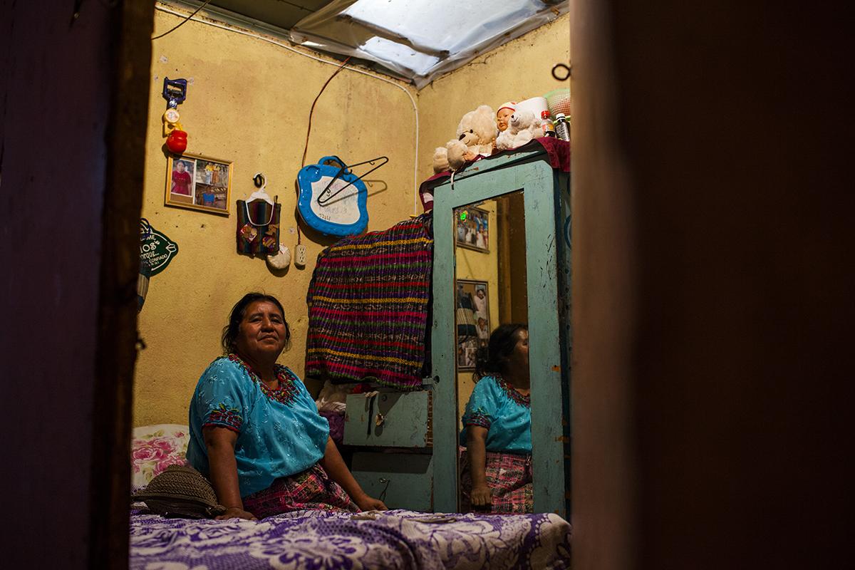 Teresa Ajanel, 59, viuda y madre de 4 hijos. Originaria de Nueve Palmar, Quetzaltenango, lleva 17 años trabajando en la maquila como personal de limpieza. Vive sola en el cuarto que alquila por Q235  mensuales.