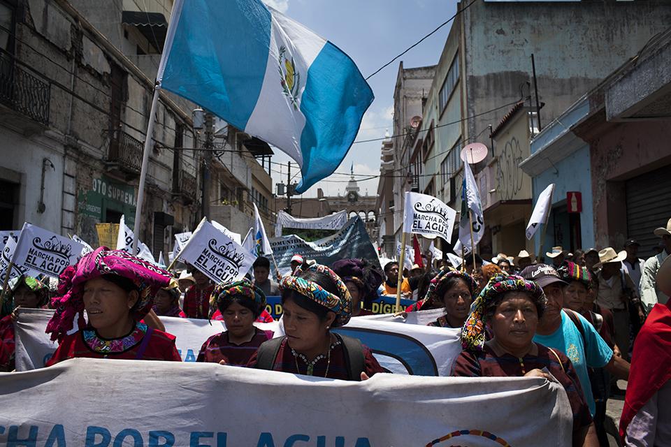 Manifestantes en el centro histórico de la ciudad