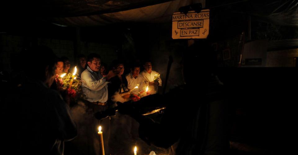 Durante toda la noche, familiares y amigos velaron a Martina Rojas.