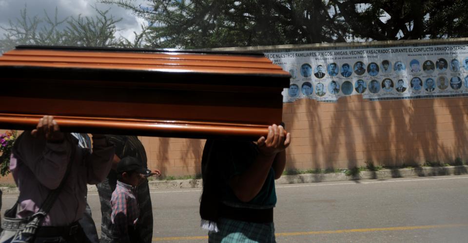 Los rostros de personas masacradas durante el conflicto armado interno en Guatemala.