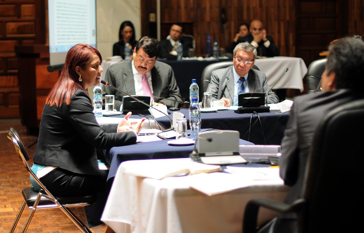 Eunice Mendizábal ante la Comisión de postulación. Actualmente Mendizábal cumple la función de viceministra antinarcóticos del Ministerio de Gobernación.