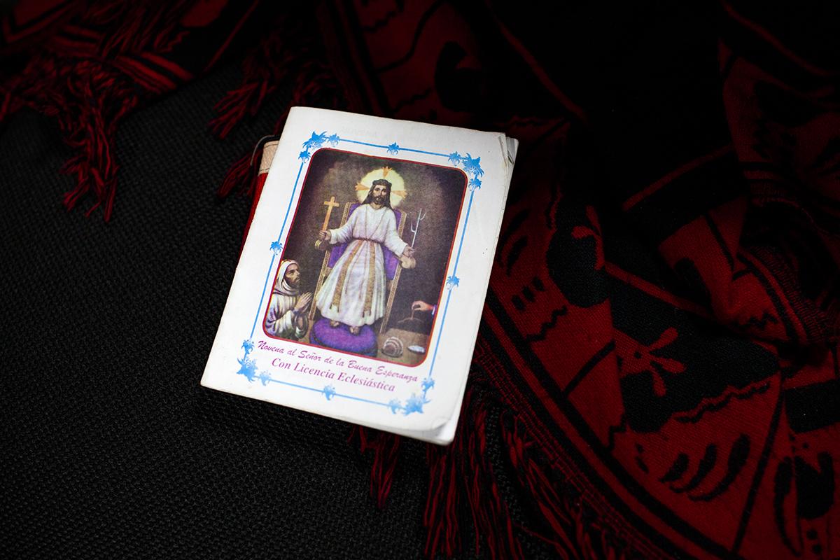La imagen del Señor de Buena Esperanza, siempre acompaña a María Elena  Winter de Lucas, en todas las audiencias.