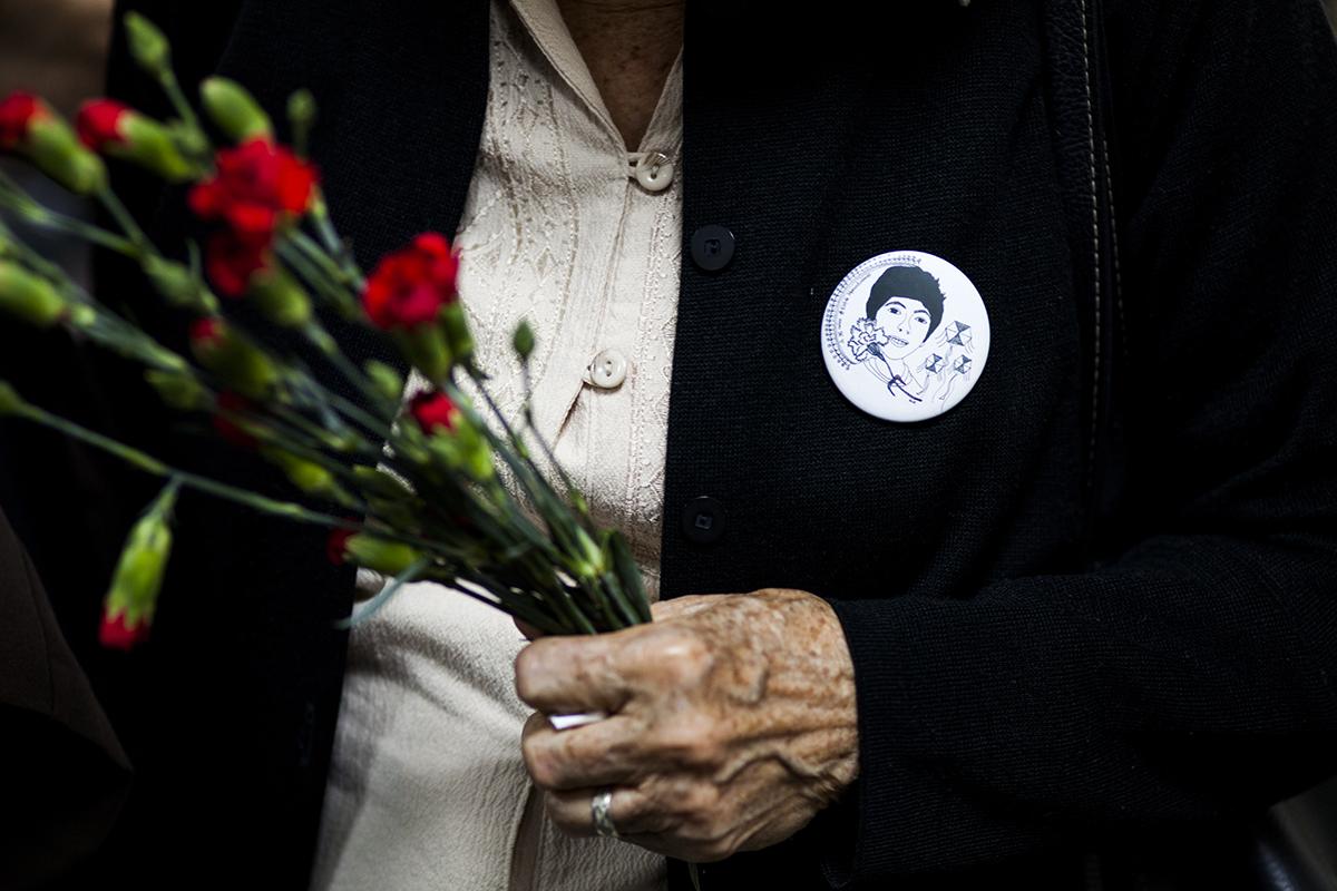 La imagen de Marco Antonio Molina Theissen, exhibida en el abrigo de su  madre durante la audiencia de resolución de la fase intermedia del juicio.