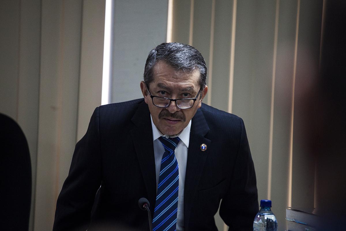El juez Víctor Hugo Herrera Ríos, a cargo de la fase intermedia del proceso, emite la resolución que envía a juicio a los cinco exmilitares.