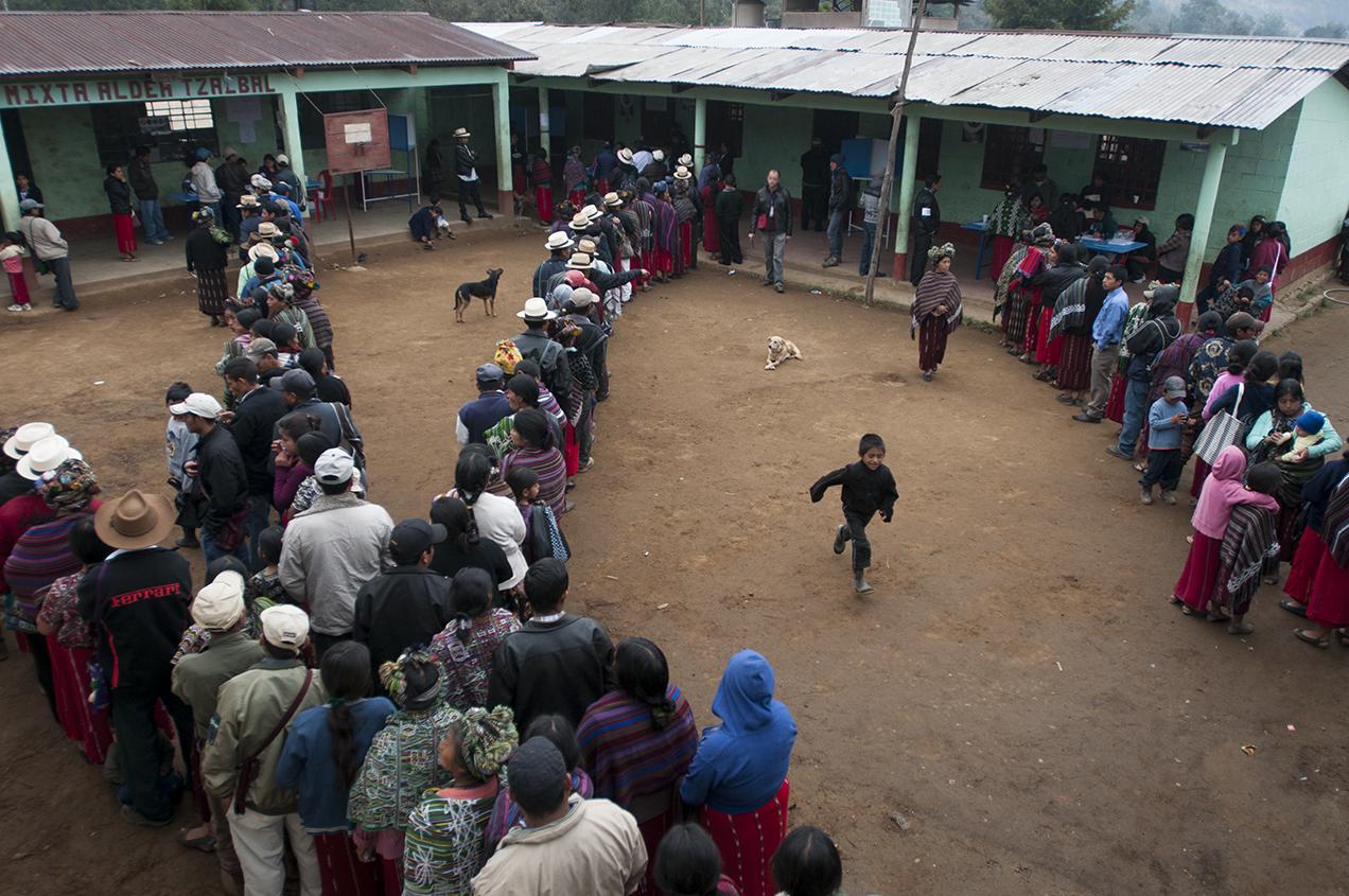 La participación a las elecciones fue masiva, tanto en los centros de votación del área urbana como en los del área rural.