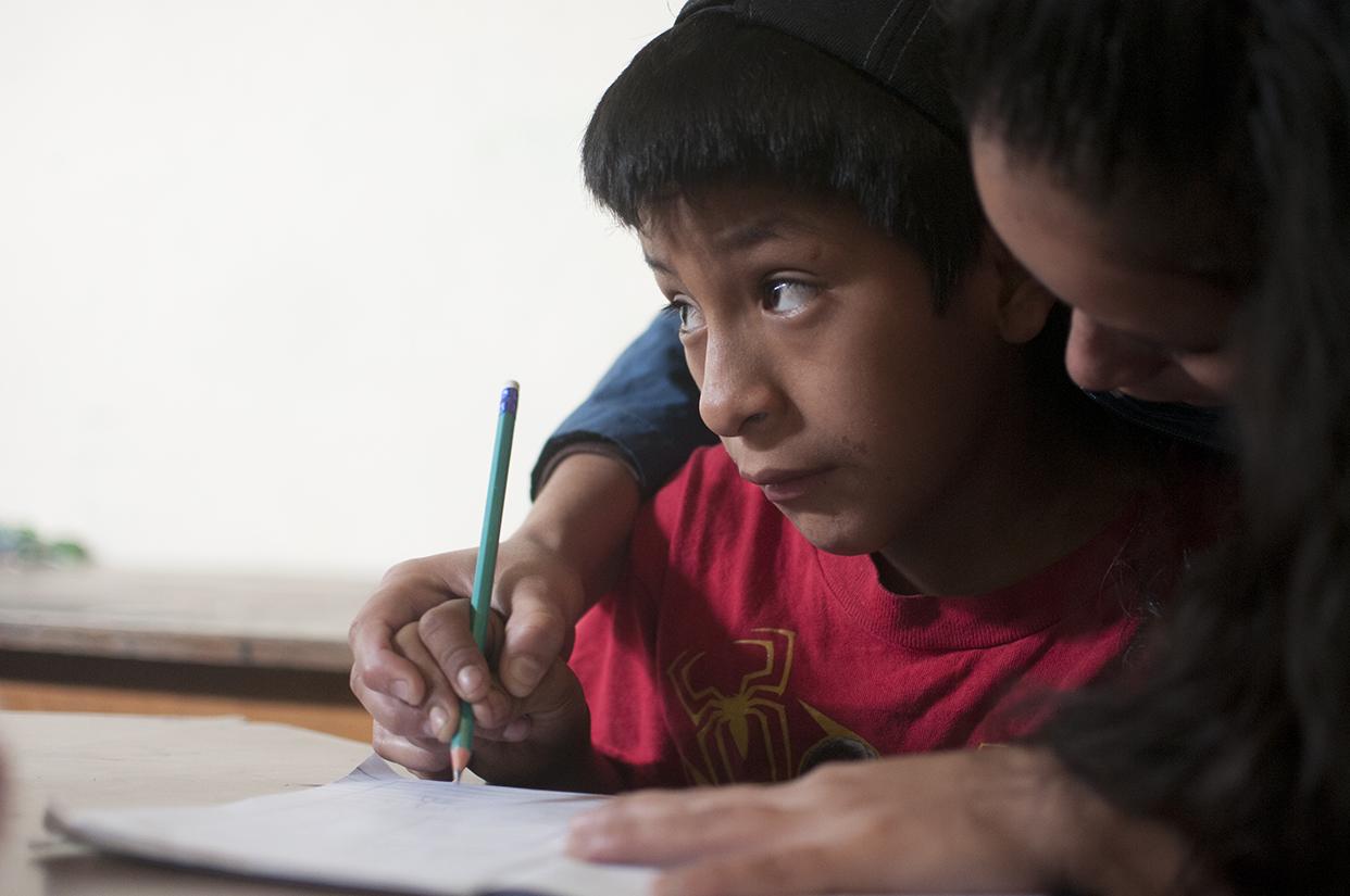 """En las escuelas del Estado, los niños mayores de diez años son considerados con """"sobreedad"""" para cursar el primer grado de primaria."""
