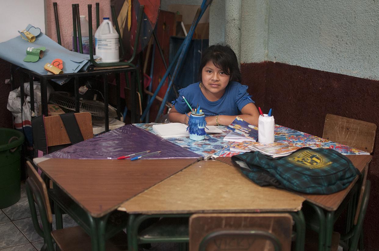 Los niños estudian en jornadas de dos horas diarias. Ésta es la escuela antes de que la destruyera el incendio.