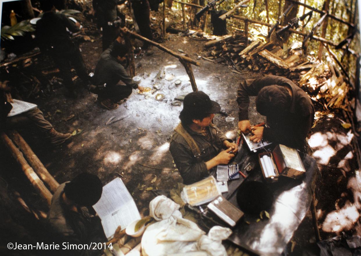 Fabricación de bombas. Frente Javier Tambriz, ORPA, Sololá.