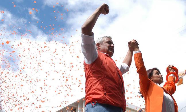Herrera ha sido relacionado con el Partido Patriota de Pérez Molina, concretamente con la vicepresidenta Roxana Baldetti.