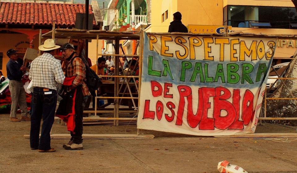 El 20 de mayo de 2011 cientos de vecinos de Sacapulas, Quiché, realizaron una consulta comunitaria para rechazar una hidroeléctrica.