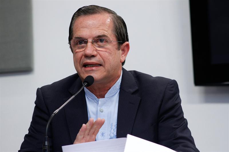 El ministro ecuatoriano de Relaciones Exteriores, Ricardo Patiño, anunció el jueves que el Gobierno de Ecuador concedió asilo a Julian Assange.