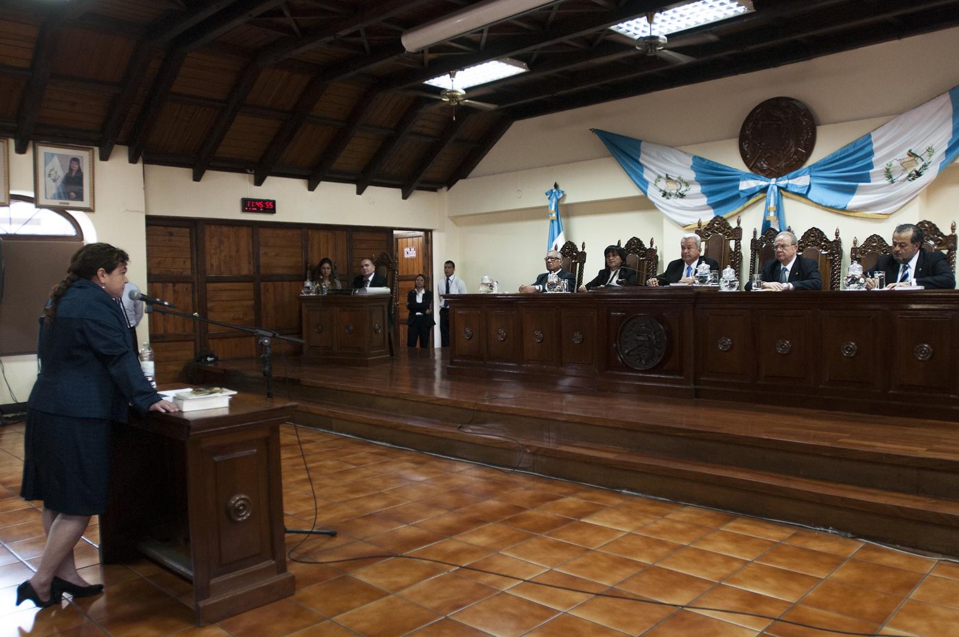 La Corte de Constitucionalidad dijo que el período de Paz y Paz debía terminar en mayo, no en diciembre como lo ordena la Constitución, luego de un recurso de amparo que interpuso Ricardo Sagastume. Pese a dar sus argumentos ante los magistrados, la Fiscal debe dejar el cargo.
