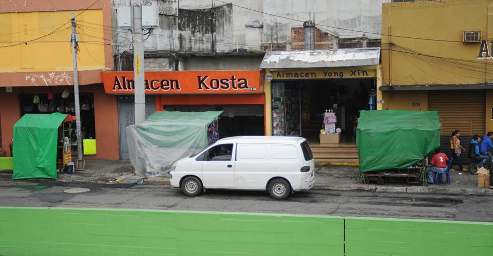 Dirección registrada a nombre de Yiyi, S.A. ubicada en 4 Avenida 19-30, su propietario confirmó que operan con el nombre Almacén Kosta.