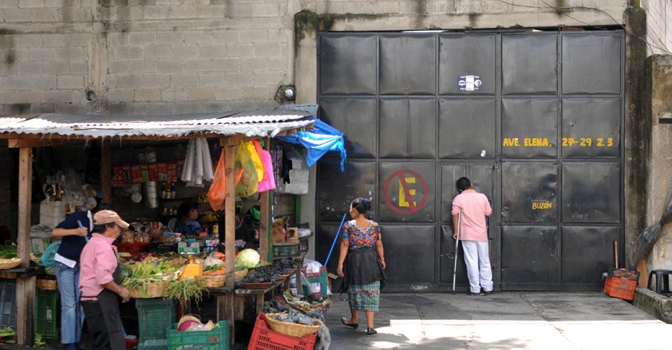 Local de Comercial La Victoria ubicado en la Avenida Elena 27-29, zona 3.