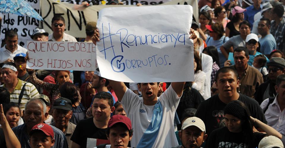 Miles de guatemaltecos salieron a las calles el sábado 25 de abril para exigir la renuncia de la entonces vicepresidenta Roxana Baldetti.