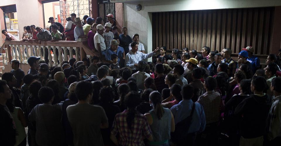 Manlio Ovando, Concejal I de Lider, explica que Herbi Zamora —el recién electo alcalde— no celebrará la victoria obtenida como medida de precaución ante posibles disturbios.