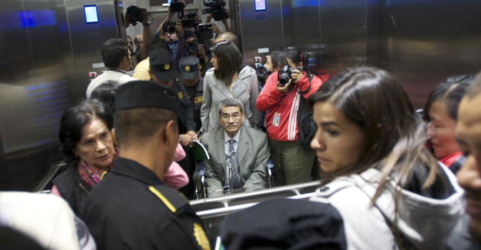 Mauricio Rodríguez Sánchez es retirado luego de finalizar el tercer intento de apertura de debate.