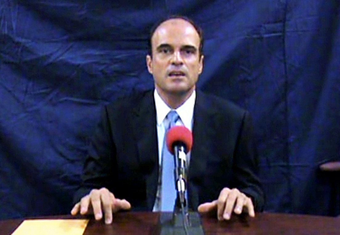 Imagen tomada del video que grabó Rodrigo Rosenberg antes de morir. En mayo de 2009 el abogado grabó un video en el que acusó al entonces presidente Álvaro Colom, a Sandra Torres y Gustavo Alejos de su asesinato.