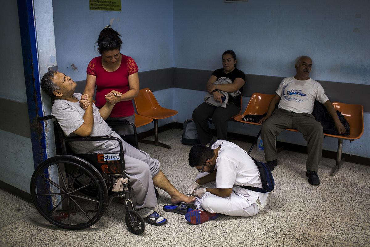 José Morales, 22, practicante externo en su cuarto año de medicina en la USAC