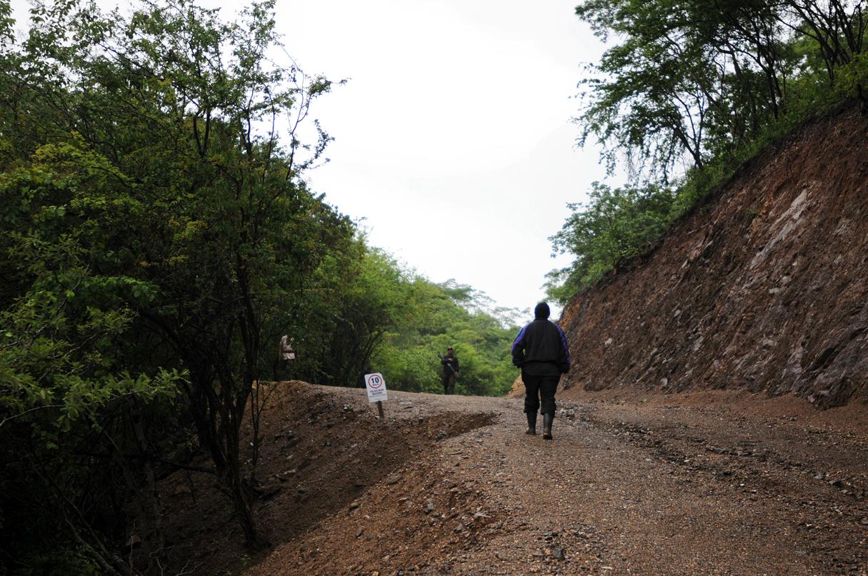 La seguridad en el ingreso a la mina, en San José Del Golfo.