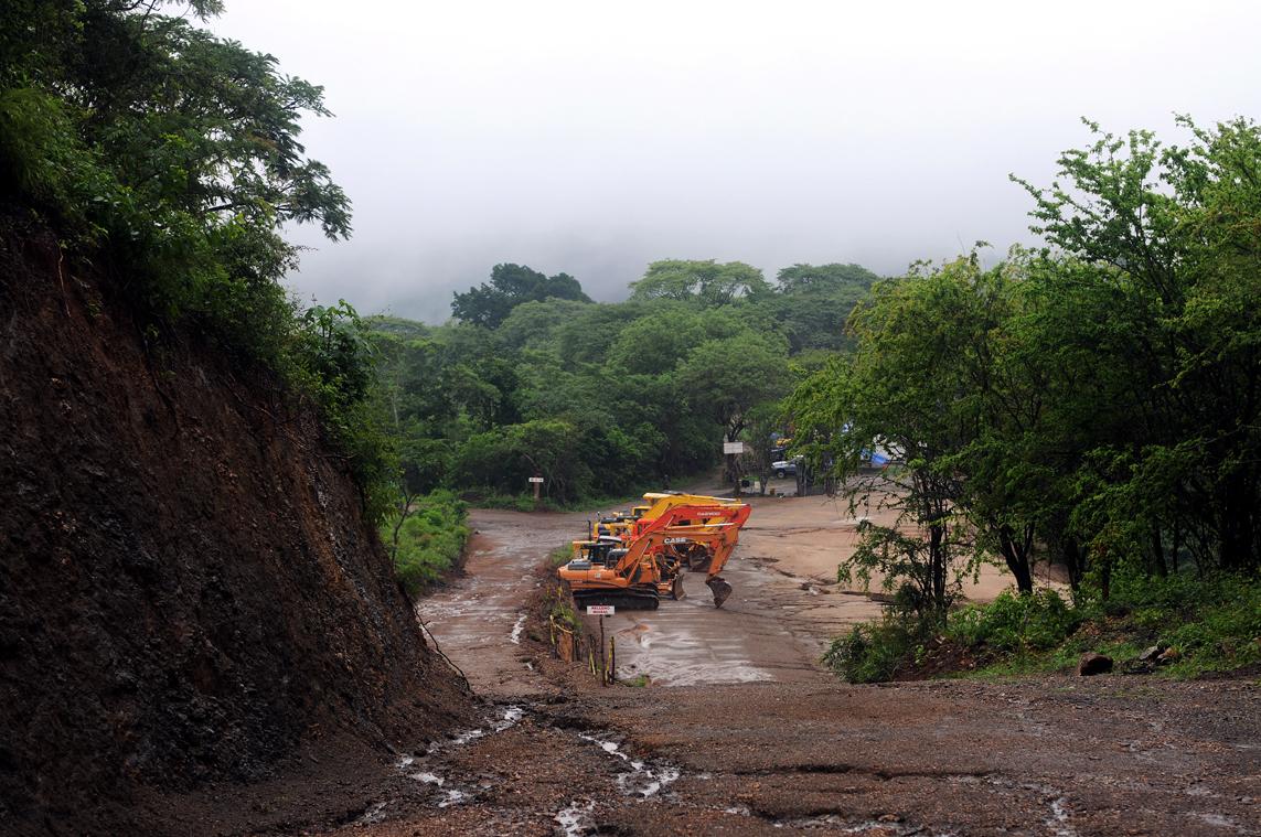 Adentro de los terrenos de la Mina El Tambor, San José Del Golfo.