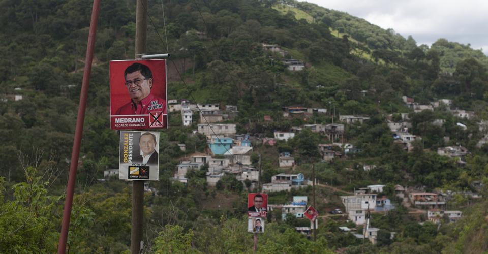 La propaganda de Arnoldo Medrano es acompañada del presidenciable Manuel Baldizón.